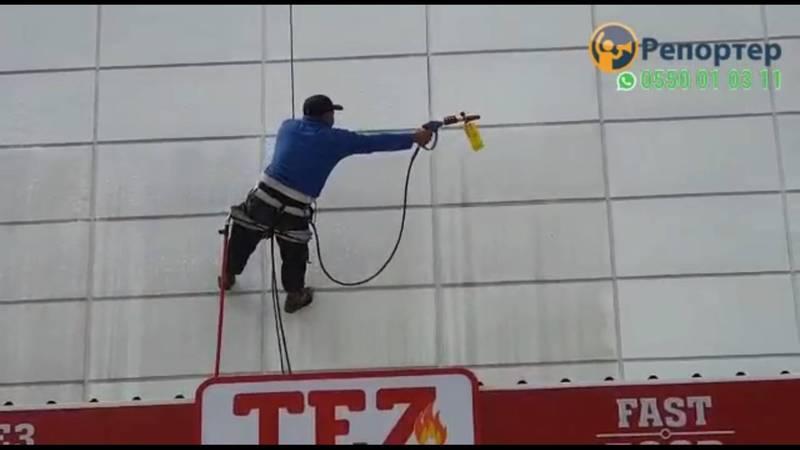 Видео — Грязная вода с мойки ТЦ «Табылга» попадает на прохожих