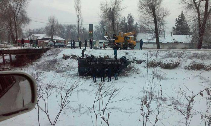 В селе Пригородном микроавтобус упал в БЧК <i>(фото)</i>