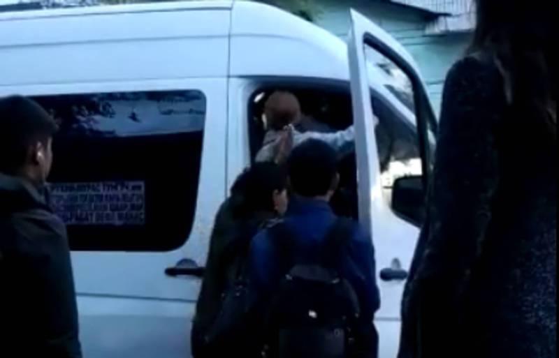 Видео — Забитая маршрутка в Бишкеке