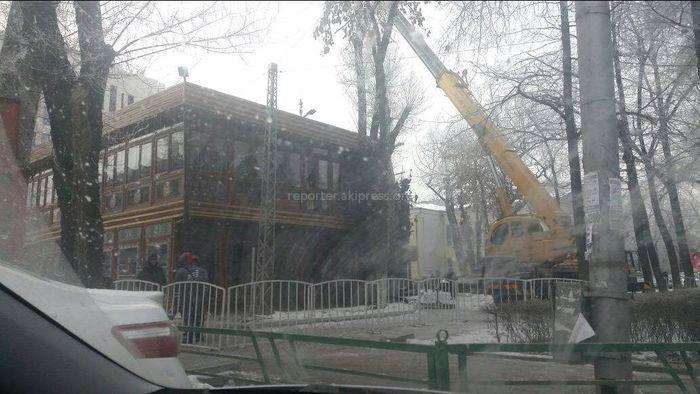 Милиция оцепила кафе возле кинотеатра «Октябрь» <i>(фото)</i>