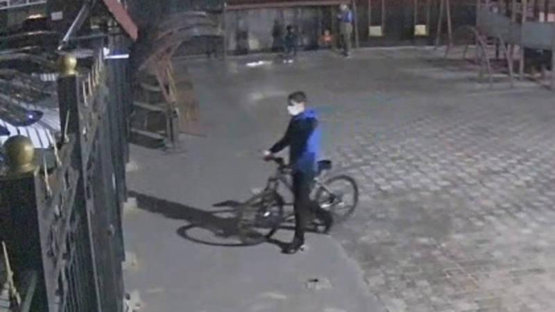 В Джале из подъезда дома украли велосипед (видео)