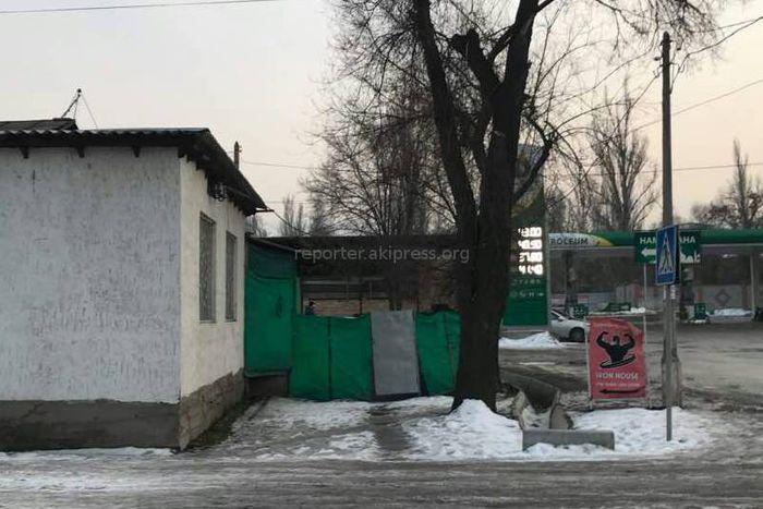 Законно ли огородили продолжение тротуара на Турусбекова-Чуйкова? - бишкекчанин (фото)