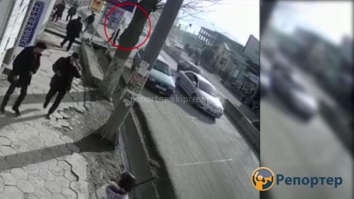 В Ноокате машина ООБДД наехала на школьника <i>(видео)</i>