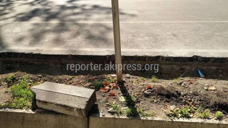 Бордюры на ул.Токтогула убрали чтобы сделать остановочные площадки для общественного транспорта, - мэрия