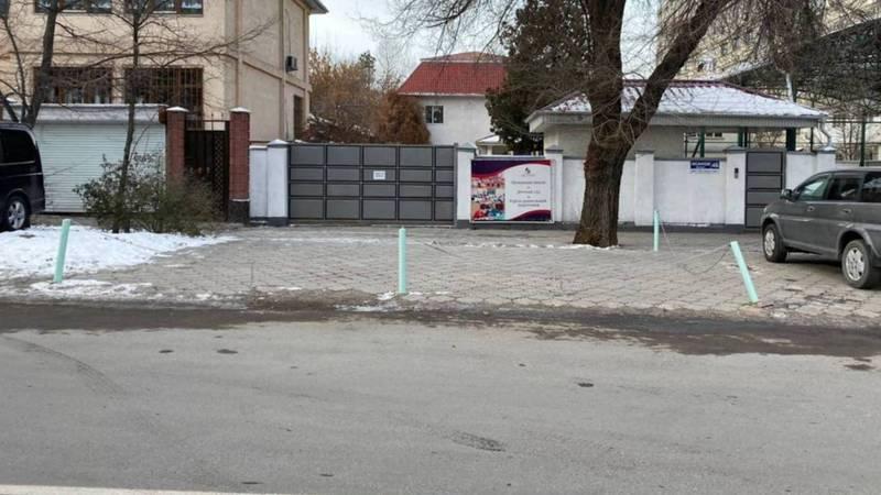 Законно ли установлены ограничители парковки на Исанова-Чуйкова?