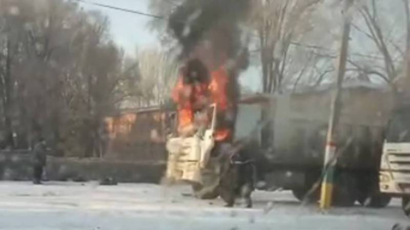 В Новопокровке сгорела кабина грузовика. Видео