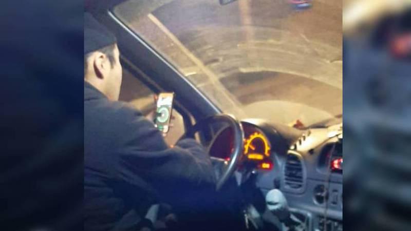 В Бишкеке водитель маршрутки все время отвлекался на телефон, - пассажир
