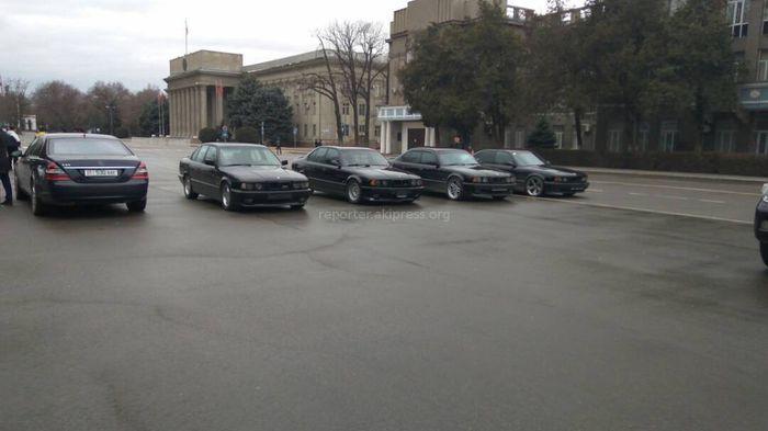 Житель Бишкека недоволен «гонками» на старой площади (фото, видео)