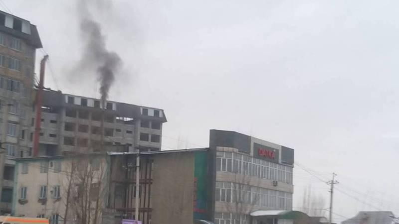 На улице Ахунбаева баня загрязняет воздух. Фото
