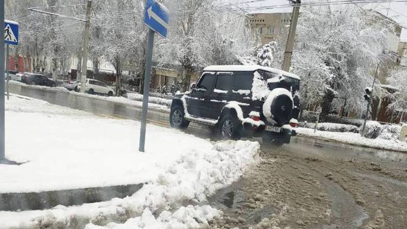 В Бишкеке замечен полностью тонированный «Гелендваген». Фото