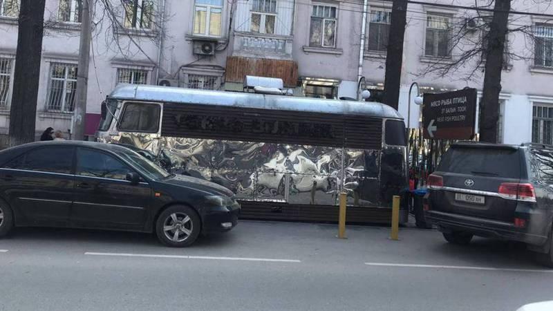 Законно ли работает фаст-фуд на колесах на улице Токтогула?