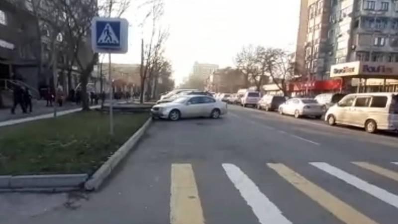 Перекресток Боконбаева-Усенбаев очищен от неправильно припаркованных машин, - УПСМ