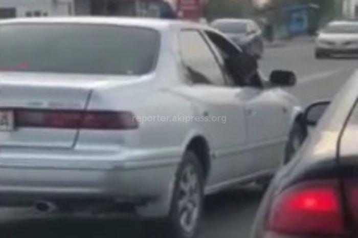 На ул.Анкара в Бишкеке пьяный водитель управлял «Тойотой» <i>(видео)</i>