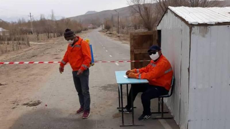 В селе Туз установили блокпост. Видео, фото