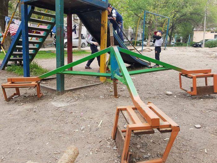 Когда восстановят детскую площадку в мкр Аламедин-1? - бишкекчанин (фото, видео)