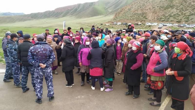 В Нарынской области митинг из-за пастбищ, - местный житель. Видео и фото