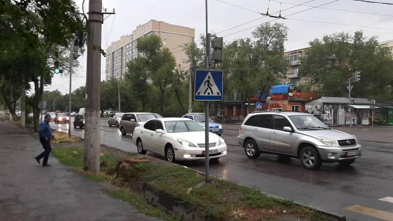 Горожанин припарковал свою «Тойоту» в неположенном месте на ул.Льва Толстого. Фото