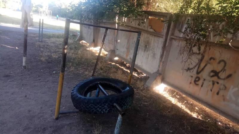 Житель Таласа жалуется на состояние стадиона «Динамо». Фото