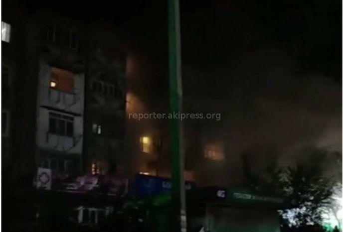 В Оше произошел пожар в многоэтажном доме <i>(фото)</i>