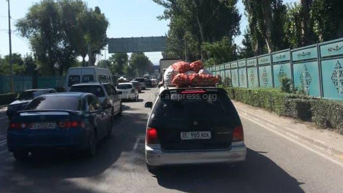 Бишкекчанин жалуется на повседневные пробки на ул.Фучика (фото)