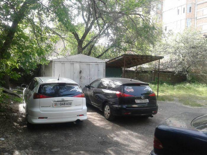 На улице Балтагулова установили металлический гараж. Законно ли?