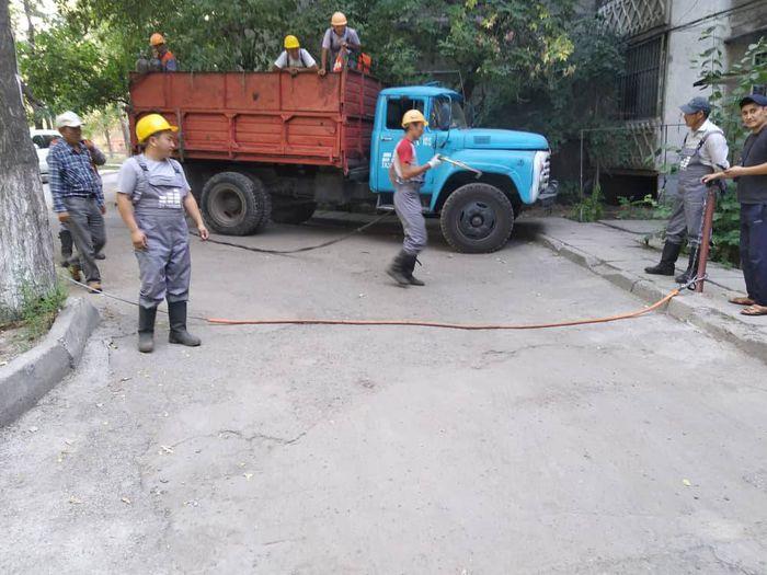 Шлагбаум во дворе дома №17 в Востоке-5 демонтирован, - мэрия Бишкека (фото)