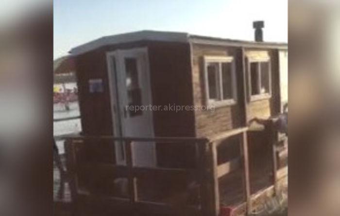 Парилка, расположенная на пляже пансионата «Голубой Иссык-Куль», больше не работает