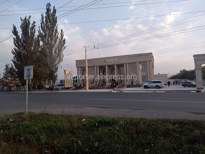 На Анкара-Менделеева перед новым заведением срубили все деревья <i>(фото)</i>