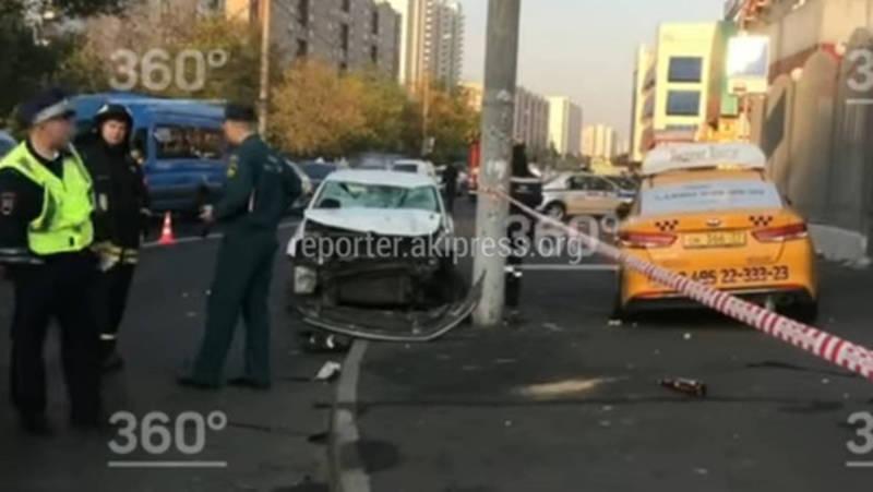Люди в крови и разбитая машина. Момент наезда и кадры после ДТП в Москве с кыргызстанцами