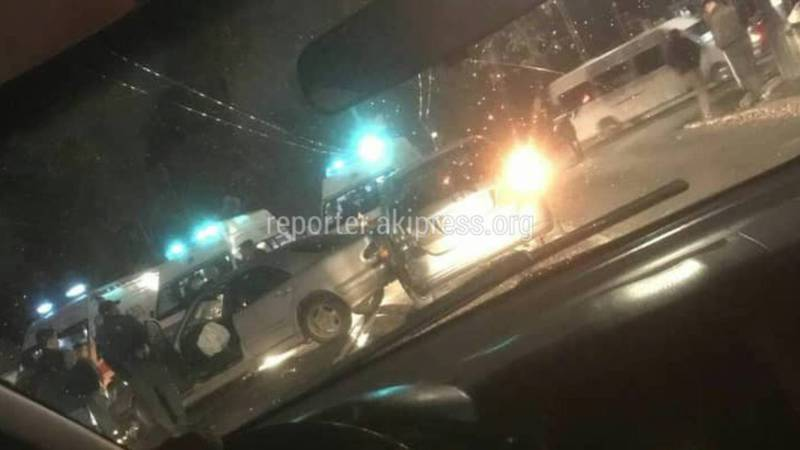 В Бишкеке столкнулись «Дэу Матиз», «Мерседес» и «Хонда». Одного пассажира зажало в машине (фото, видео)