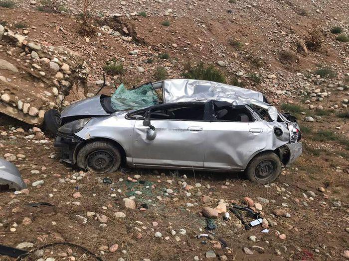 В селе Бает на Иссык-Куле машина упала в овраг <i>(фото)</i>