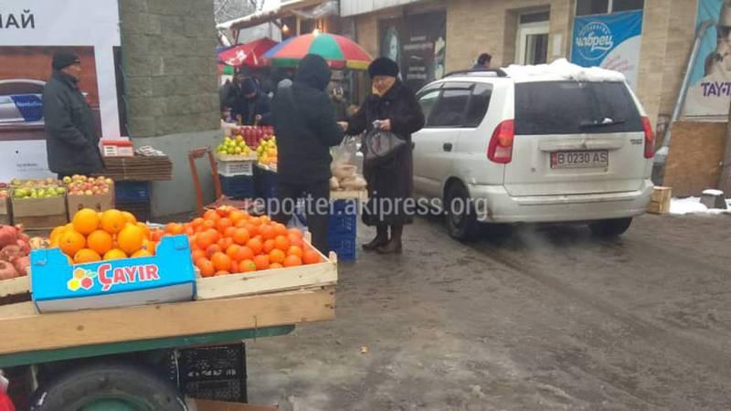 В Бишкеке на проспекте Ч.Айтматова образовалась стихийная торговля, - читатель (фото)