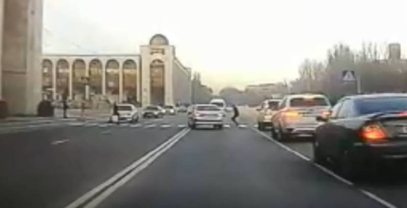 На пр.Чуй водитель «Лексуса» трижды нарушил ПДД, - очевидец (видео)