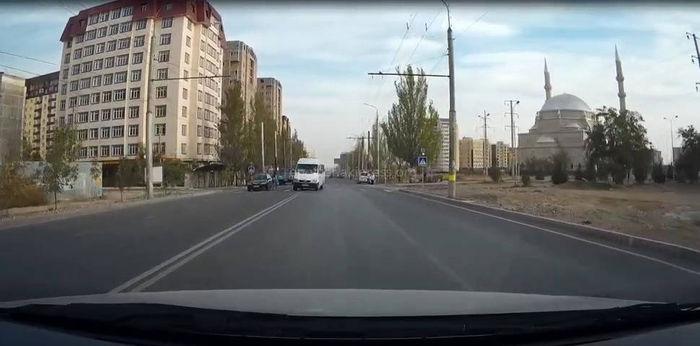 Читатель просит патрульную милицию наказать водителя маршрутки №101, который не уступил пешеходу дорогу (видео)