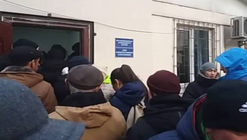 В Республиканском центре СПИДа ежедневно большая очередь, - бишкечанин (видео)