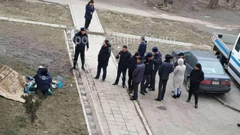 Девушка, выпавшая из окна дома в Тунгуче, выжила, - ГУВД Бишкека