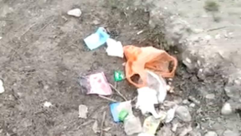 В центре города Жалал-Абад на улицах разбросан мусор, - житель (видео)