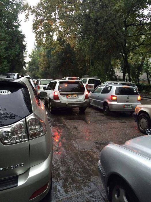 Бишкекчанин просит патрульную милицию проконтролировать участок около школы №6