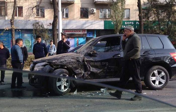 В Бишкеке на Манаса-Боконбаева произошла авария <i>(фото)</i>