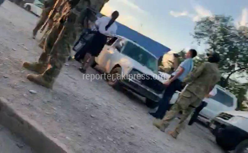 Видео — Как задерживали сотрудника МВД