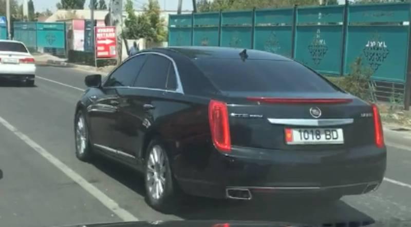 На ул. Фучика ехала тонированная машина с правительственным госномером 1018BD (видео)