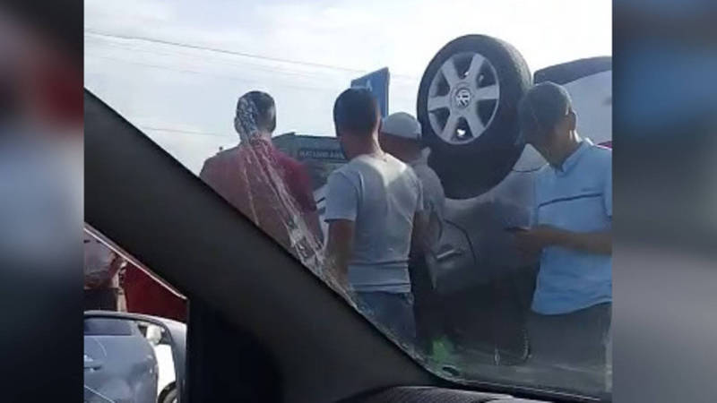 Видео — В Бишкеке произошло ДТП. 3 человека пострадали