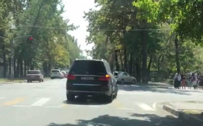 На Токтогула - Логвиненко водитель «Мерседеса» проехал на красный свет (фото)