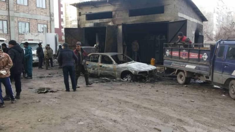 В Джале сгорел трансформатор, огонь уничтожил припаркованную рядом автомашину. Видео