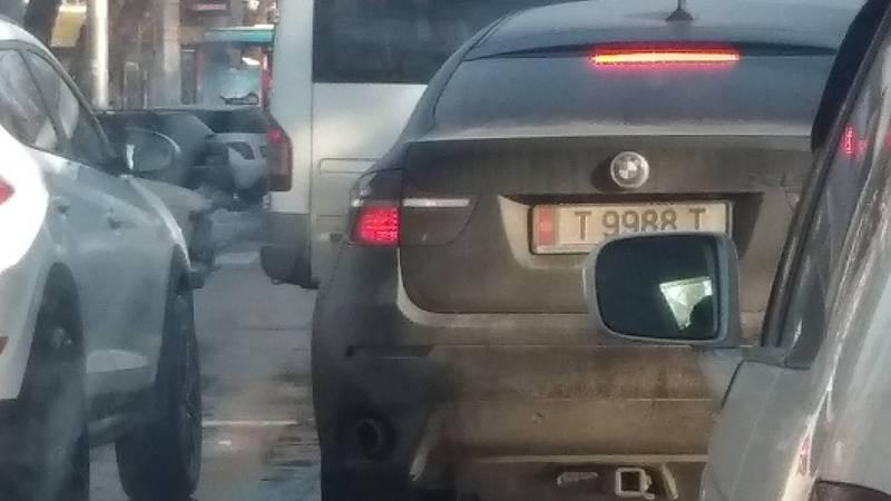 На ул.Московской водитель «БМВ» нарушил несколько ПДД. Номер автомобиля не зарегистрирован в Carcheck