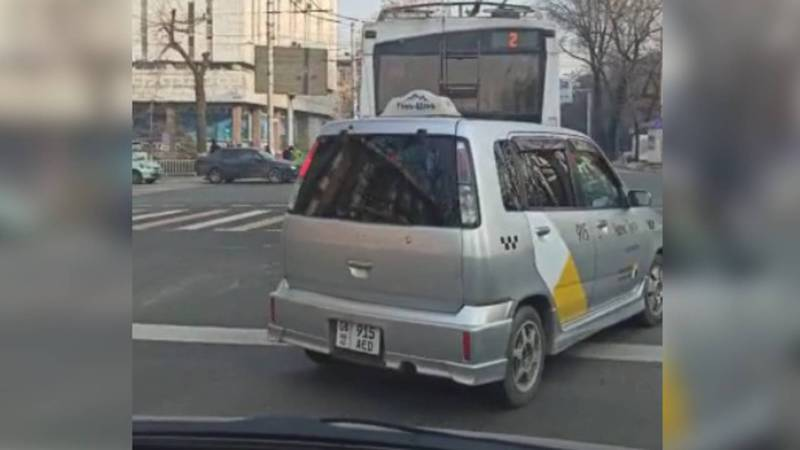 На ул.Киевской водитель троллейбуса нарушил ПДД. Видео