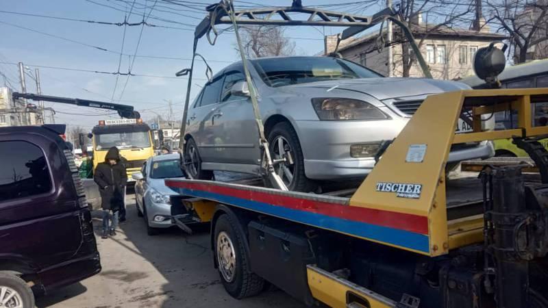 Улицы вокруг Ошского рынка очистили от беспорядочно припаркованных машин. Фото