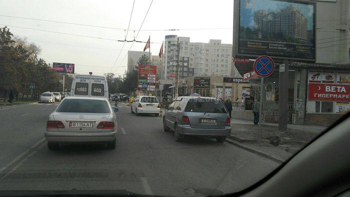 Житель Бишкека жалуется на постоянные пробки на ул.Юнусалиева (фото)