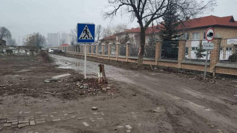 На Токтоналиева-Микаеля Гшлиессера дорога в плохом состоянии. Фото