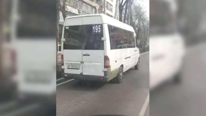 На ул.Московской водитель маршрутки №195 едет по встречной полосе. Видео